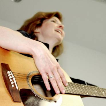 Larissa-for-music-therapy-page.jpg